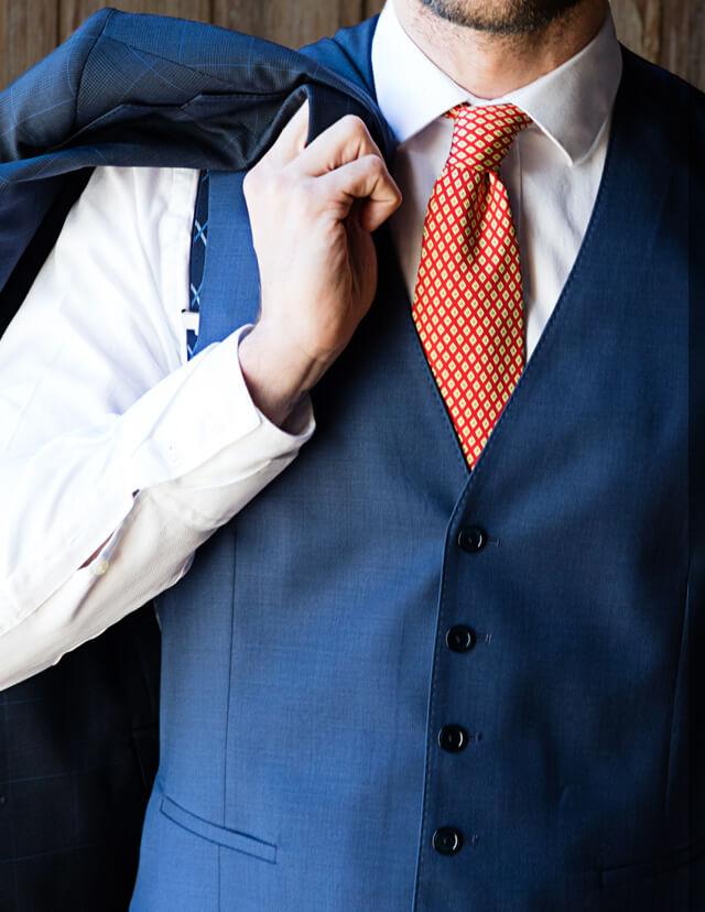 Manners Torrequebrada, el equilibrio entre lo clásico y lo moderno, una forma diferente de vestir la moda masculina, chalecos para el hombre de hoy