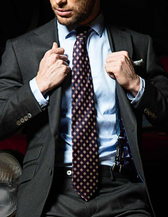 Manners Torrequebrada, el equilibrio entre lo clásico y lo moderno, una forma diferente de vestir la moda masculina, corbatas para el hombre de hoy