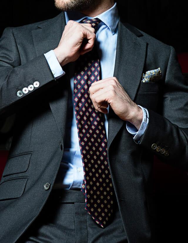 Manners Torrequebrada, el equilibrio entre lo clásico y lo moderno, una forma diferente de vestir la moda masculina, trajes para el hombre de hoy